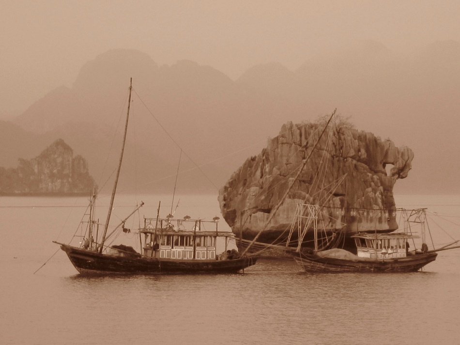 Ha Long Bay Fishing Boat