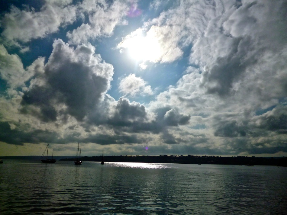Port Vila - Sun through clouds