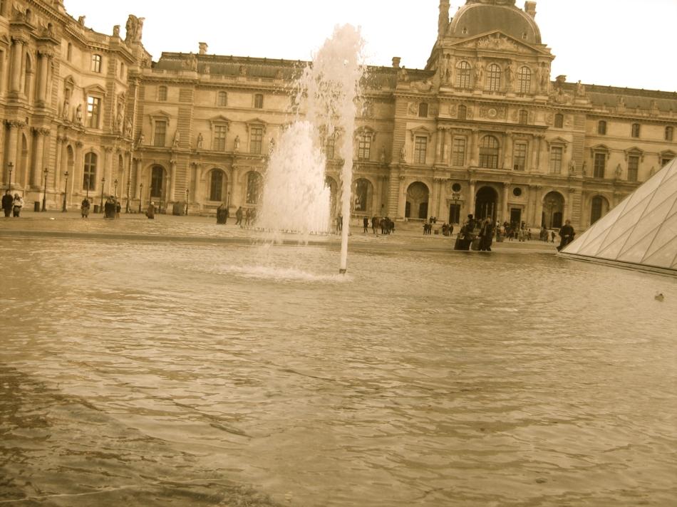 Paris - The Louvre02
